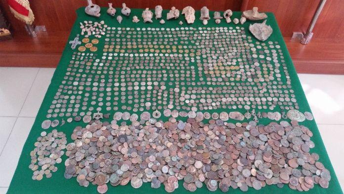 İzmir'de bin 216 tarihi eser ele geçirildi