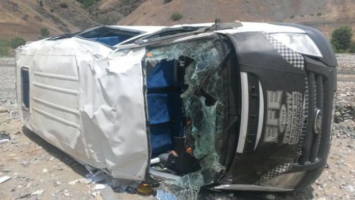 Kulp'ta Trafik Kazası: 4'ü Öğrenci, 6 Yaralı