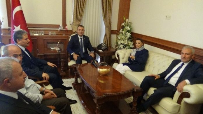 AK Parti Genel Başkan Yardımcısı Öznür Çalık'tan Vali Toprak'a Ziyaret