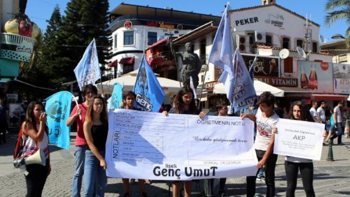 Liseliler AK Parti'ye karne verdi