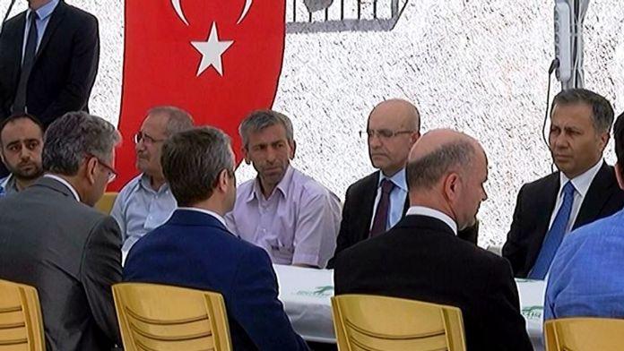 Bakan Şimşek şehit evinde !