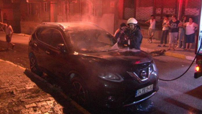 Ataşehir'de iki araç kundaklandı
