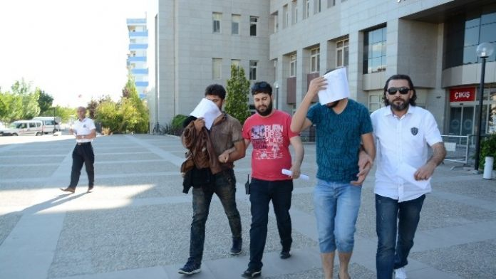 Kaçak Sigarayla Yakalanan 2 Suriyeli Tutuklandı