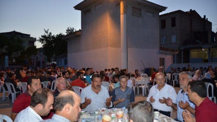 İznik'te Sokak İftarları Şenlik Havasında Geçiyor