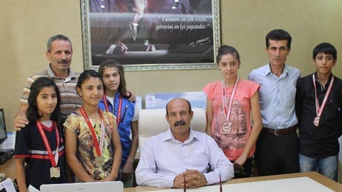 Siirtli Kızlar Güreşte Türkiye Birincisi Oldu