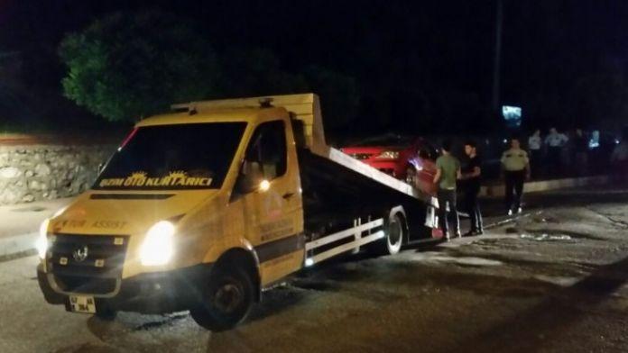 Kaldırıma Çıkan Otomobil Devrildi: 2 Yaralı