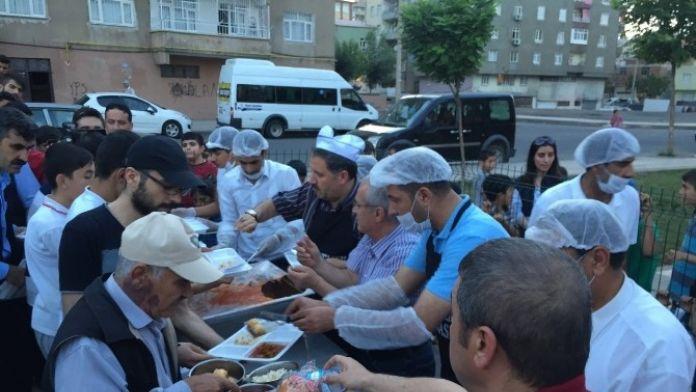 Diyarbakır'da Siirtliler Derneği 500 Kişilik İftar Çadır Açtı