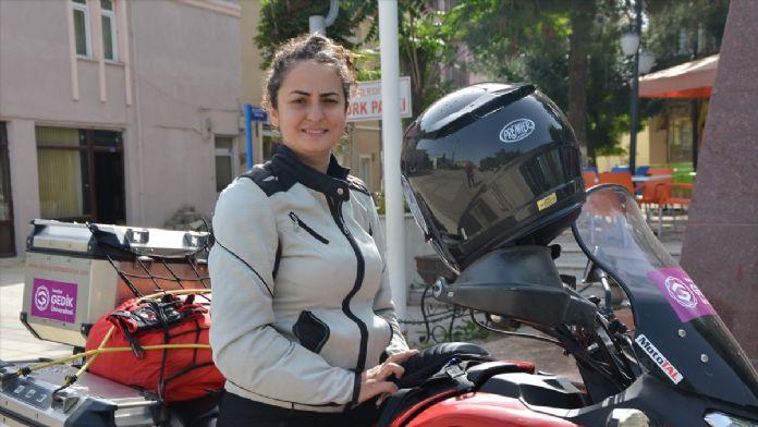 Bayan Akademisyen Motosikletiyle Afrika Turunda