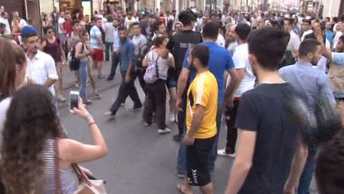 Taksim'e çıkmak isteyen grupla polis arasında kovalamaca