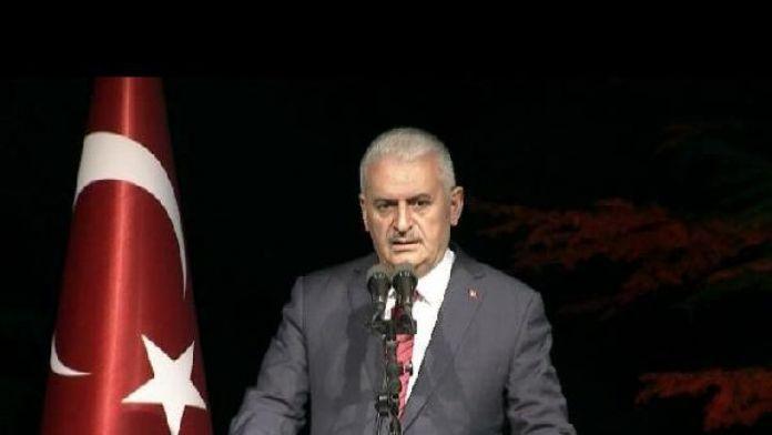 Başbakan Yıldırım: 'Geçmişimizle gurur duyuyor, geleceğimize inanıyoruz'