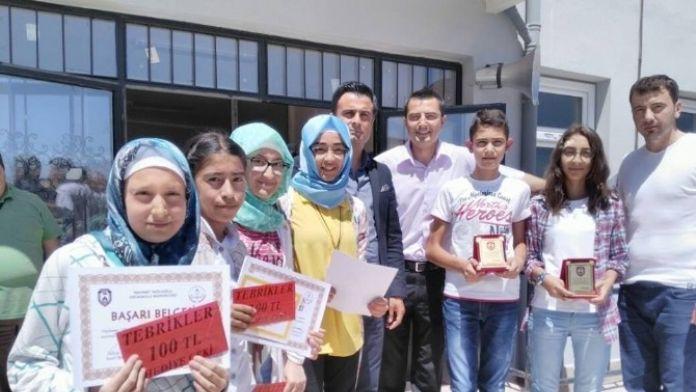 Afyonkarahisar'da Başarılı Olan Öğrencilere Esnaftan Destek