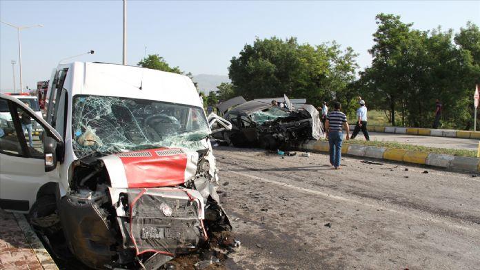 Erzincan'da minibüs kazası: 26 yaralı