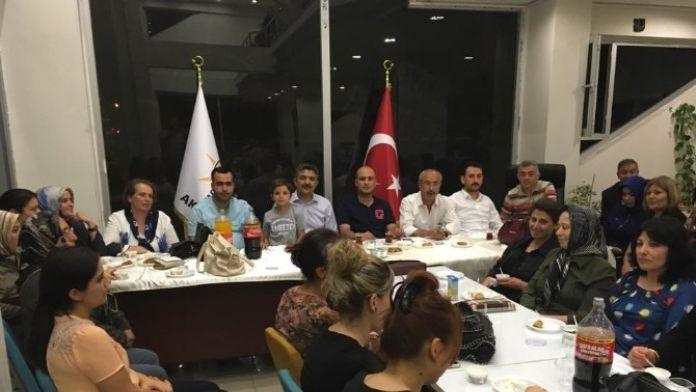 AK Partililer, Kadın Kolları Tarafından Verilen İftar Yemeğinde Buluştu