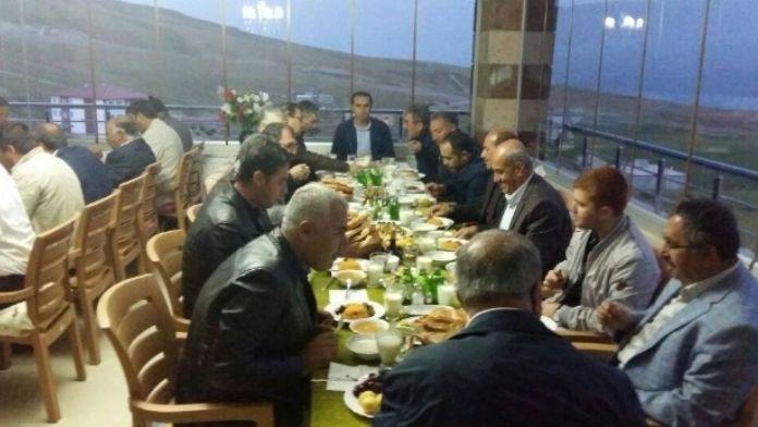 Kaymakam Erkan Ve Başkan Aksoy, Çekmece Köyündeki İftar Yemeğine Katıldı