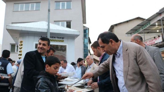 Bitlis Belediyesi'nden İftar Yemeği