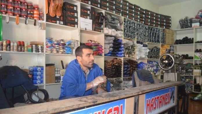 Ayakkabı Tamircileri Teknolojiye Yenik Düştü