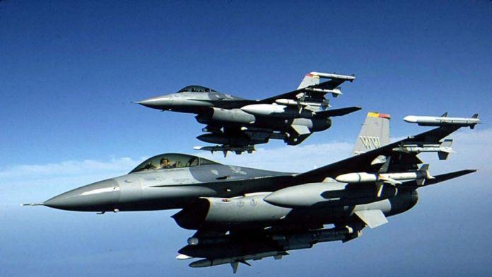 F-16 'lar devriye uçuşunda