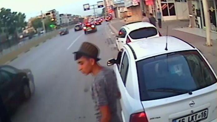 Yolcu Minibüsünü Soyan Hırsız Kameraya Yakalandı