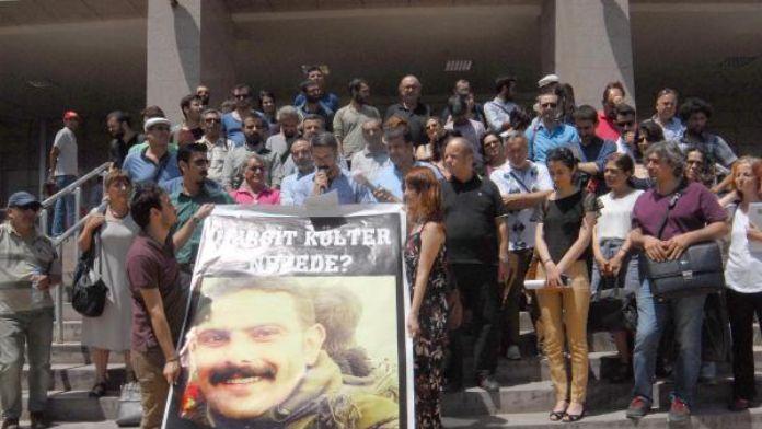 İzmir'de avukatlardan tutuklama tepkisi