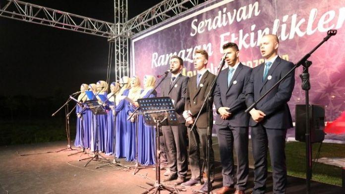 Serdivan'da Bosna Hersek'li Gençler Sahne Aldı