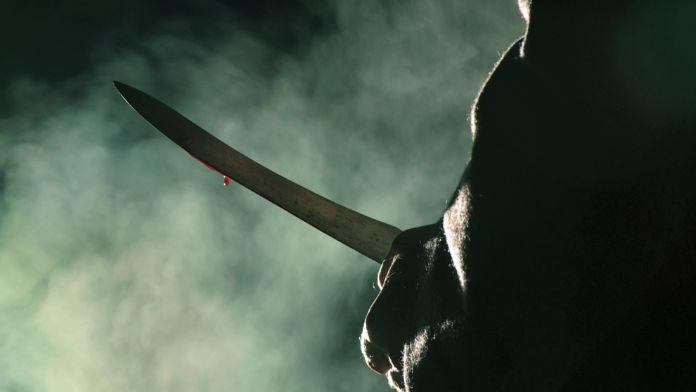Sinirli nine torununu bıçakladı