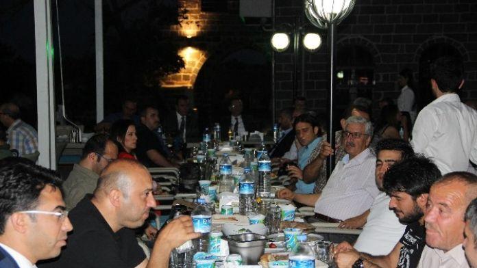 Diyarbakır Valisi Hüseyin Aksoy, Gazetecilerle İftarda Buluştu