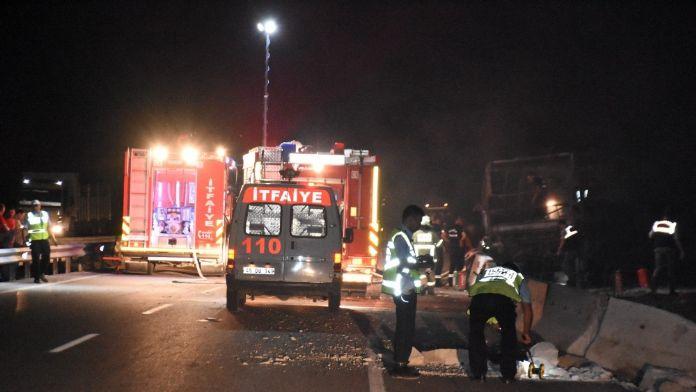 Manisa-Balıkesir yolunda feci kaza:1 ölüİ 11 yaralı