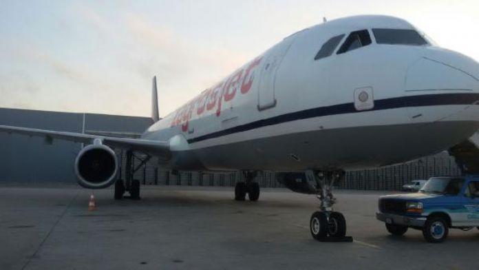 Uçağın motoru durdu !Hava trafiği karıştı