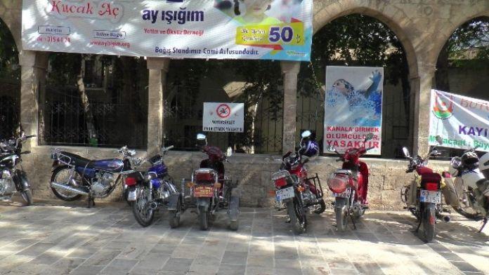 Yasak Yazısı Olan Yere Onlarca Motosiklet Park Edildi