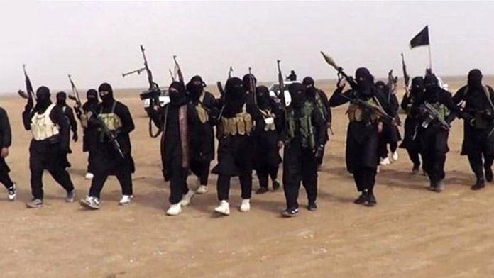 Suriye'de gerileyen IŞİD bombalı araçlarla saldırıyor