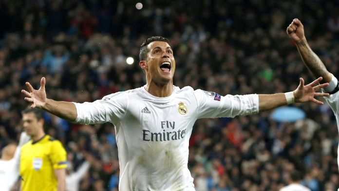 Ronaldo muhabirin mikrofonunu göle attı
