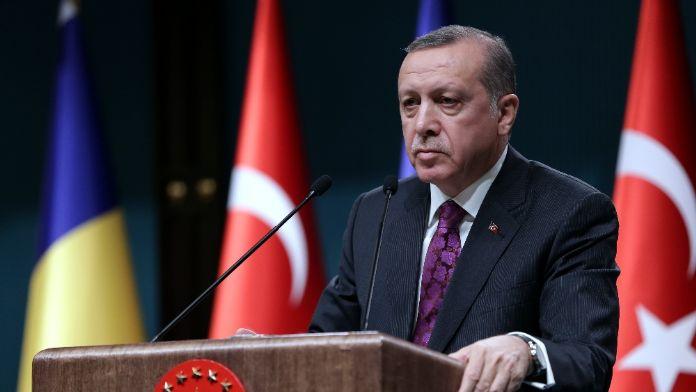 Cumhurbaşkanı Erdoğan Erol Evgin'i topa tuttu