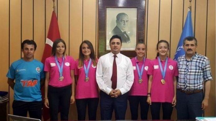 Şampiyon Atletlerden Kardaş'a Ziyaret