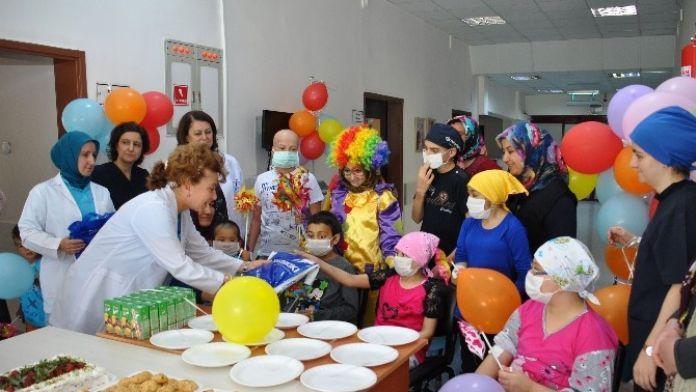 NEÜ Meram Tıp Fakültesi Çocukların Yüzünü Güldürdü