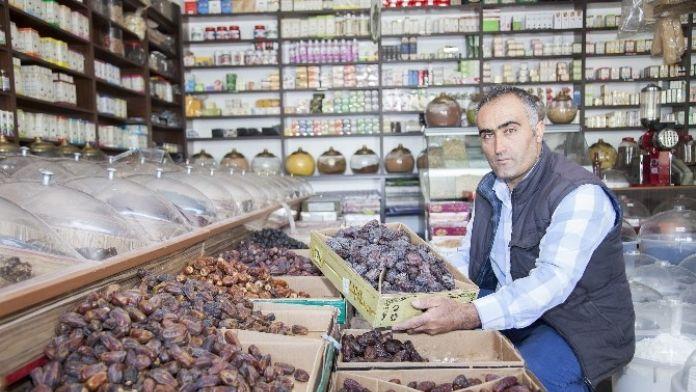 Ahlat'ta Hurma Satışları Arttı