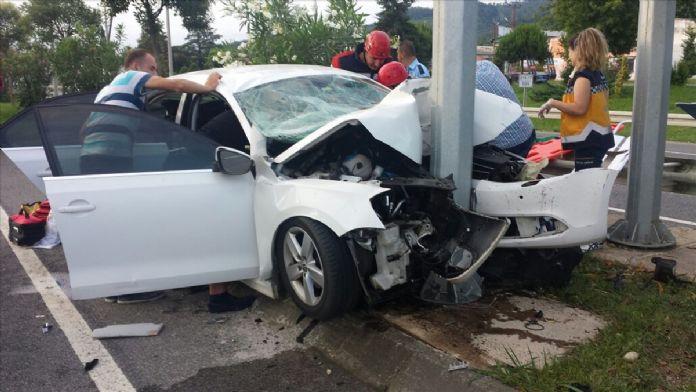 Ordu'da otomobil direğe çarptı: 1 ölü, 4 yaralı