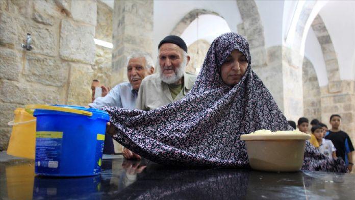 Hürrem Sultan aşevi Kudüs'teki yoksulları doyuruyor