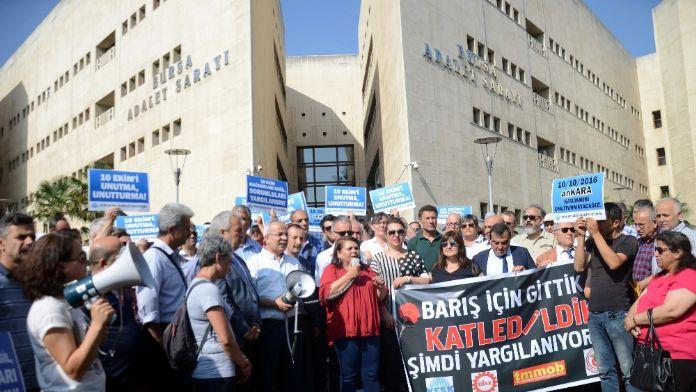 Erdoğan'a hakaretten 26 kişinin yargılandığı dava ertelendi