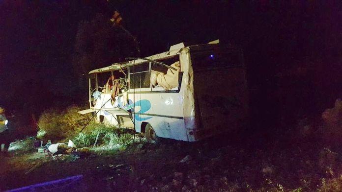Tarım işçilerini taşıyan otobüs kaza yaptı: 13 yaralı