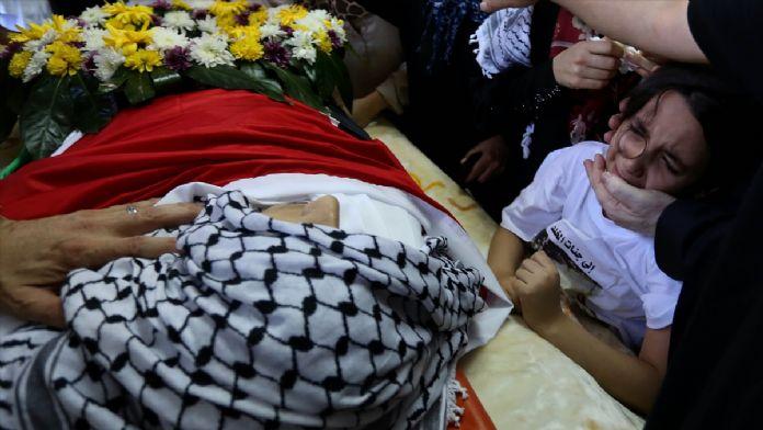 İsrail güçlerinin öldürdüğü Filistinli defnedildi