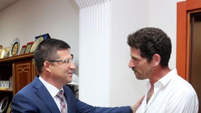 Dizi Oyuncusundan Başkan Subaşıoğlu'na Ziyaret