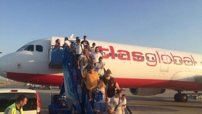 Arızalanan uçağın yolcuları büyük tehlike atlattı