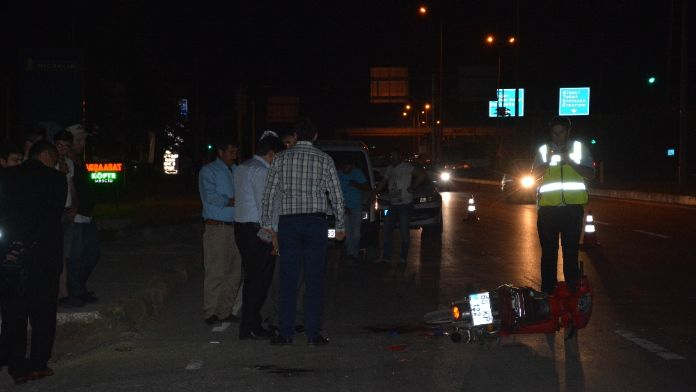 Motosikletle kamyonet çarpıştı: 1 yaralı