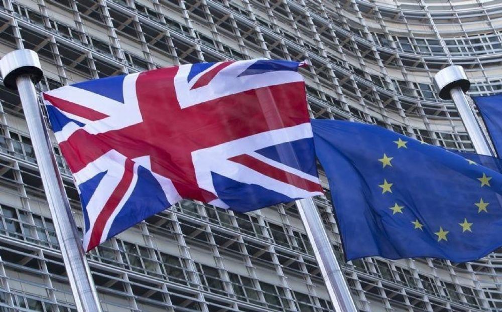İngiltere AB'den tarihi referandumla ayrıldı
