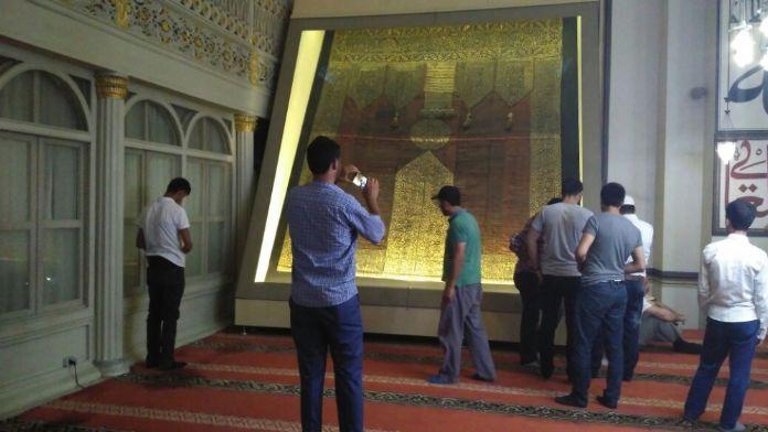 500 Senelik Kâbe Örtüsüne Büyük İlgi Gösteriliyor