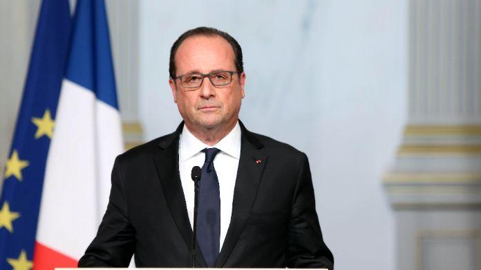 Hollande tehlikenin farkında