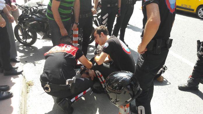 Motosiklet polis aracına çarptı: 1 yaralı