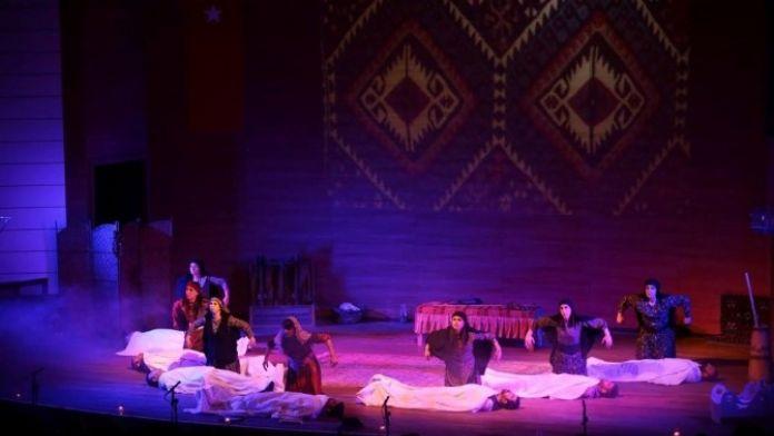 CTE Tiyatro Ekibinden 'Töre' Sahneyle Buluştu