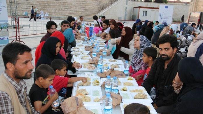 Stso Mültecilere İftar Yemeği Verdi