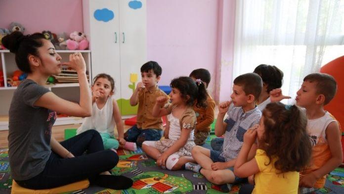 Diyarbakır'da Çocuklar Empati Kurmak İçin İşaret Dilini Öğreniyor